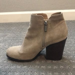 Kenneth Cole Reaction Shoes - Tan suede Kenneth Cole reaction booties